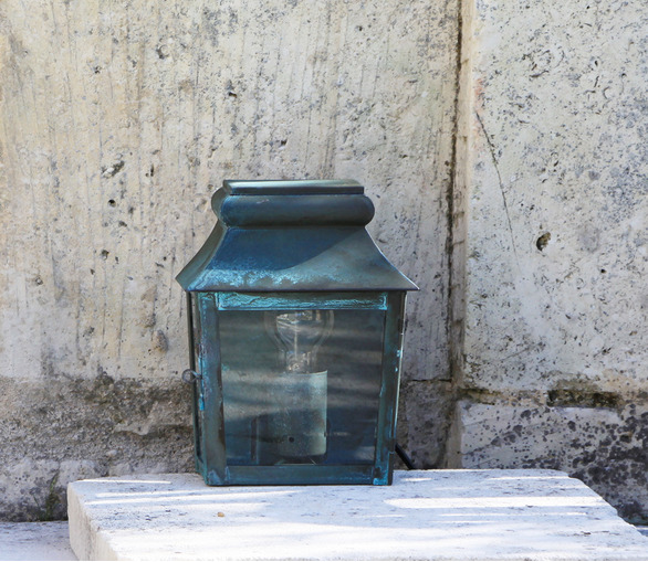 Trianon Wall Lantern